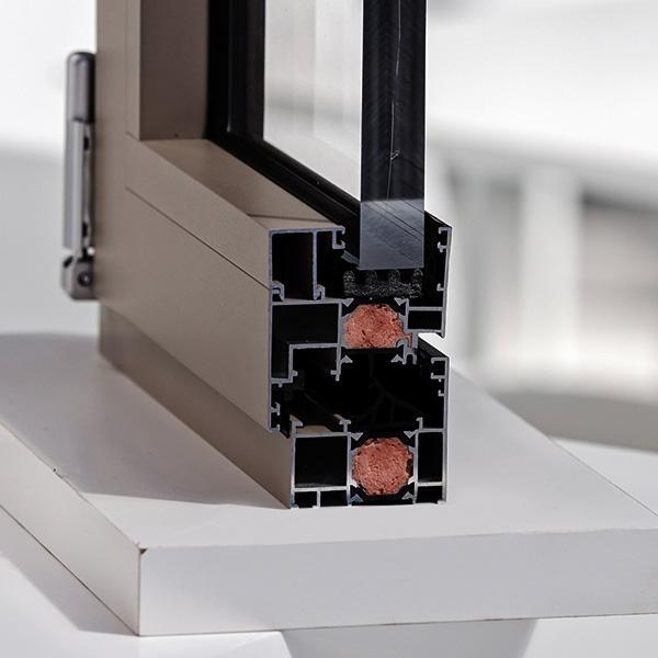 Przecięte okno aluminiowe